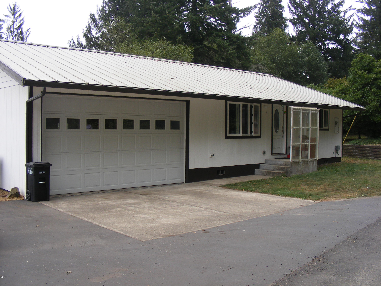 51 Elk City Rd, Toledo, OR 97391 - Garage parking