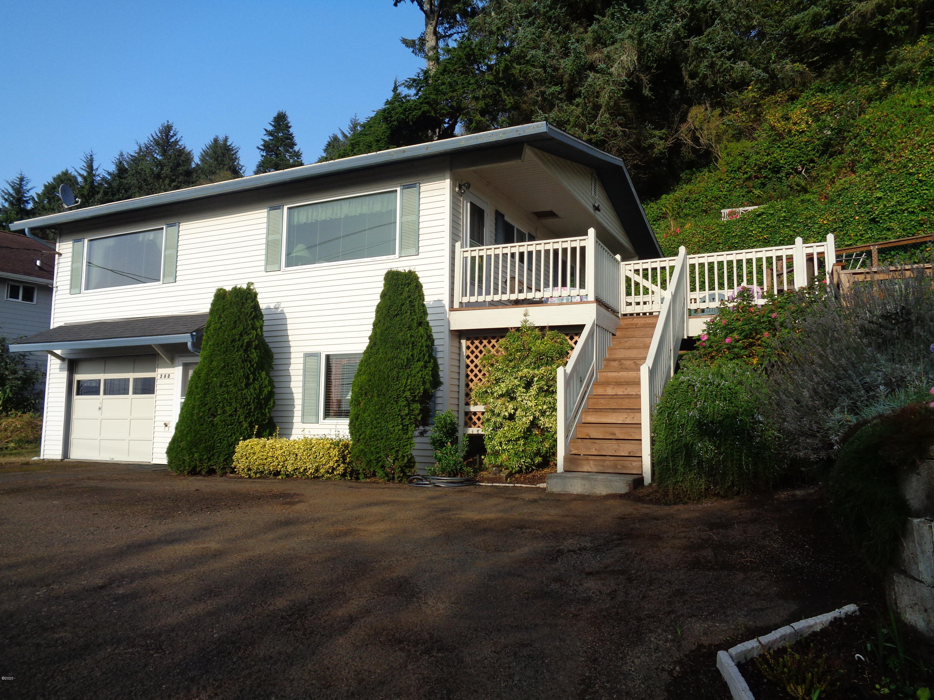 360 NE Williams Ave, Depoe Bay, OR 97341