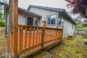 1128 SE Galley Ct, Lincoln City, OR 97367 - Back Deck