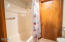 3641 NW Oceanview Dr, 119, Newport, OR 97365 - Shower
