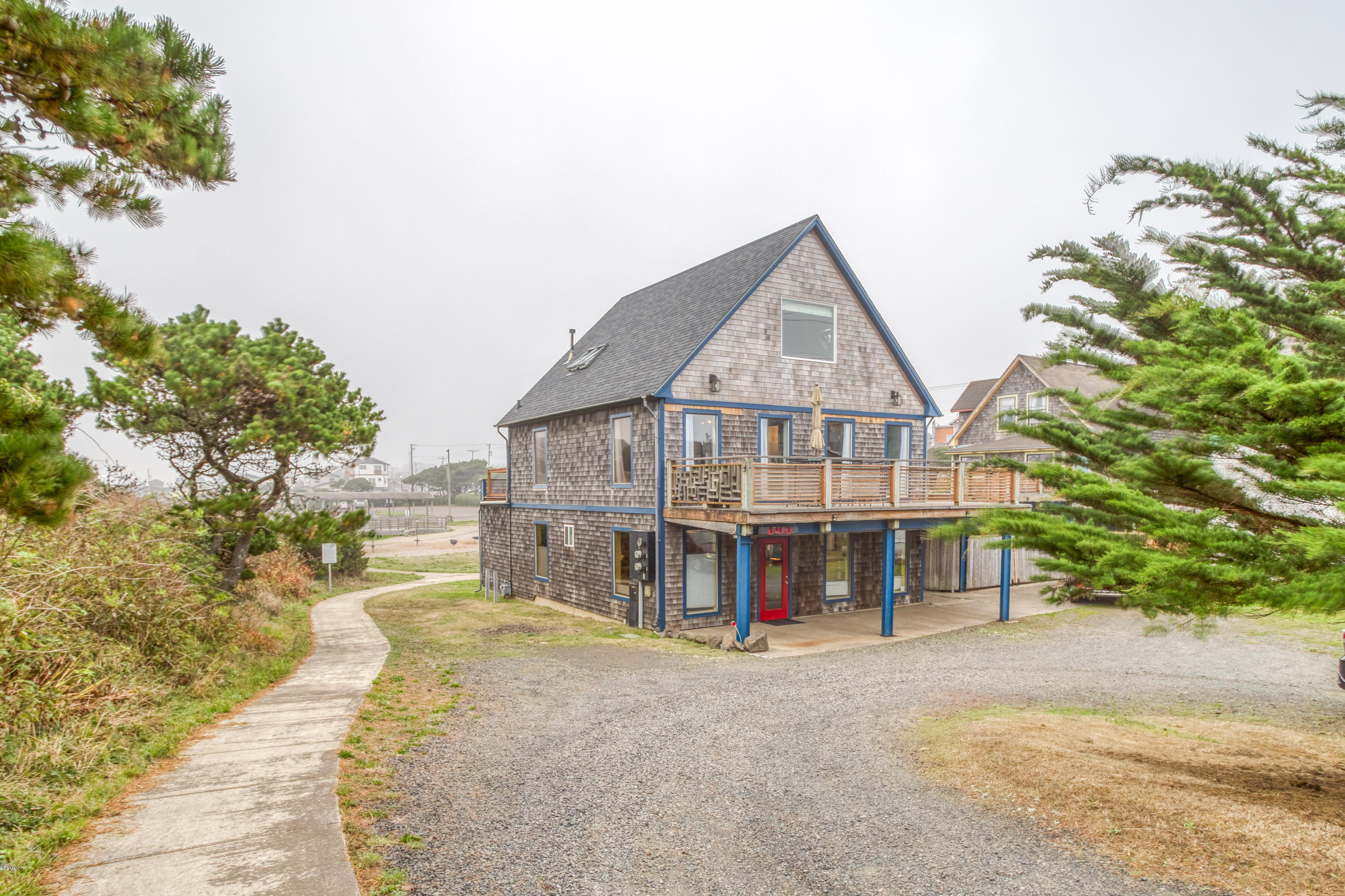 143 SW Cliff St, Newport, OR 97365