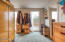 143 SW Cliff St, Newport, OR 97365 - Dressing room