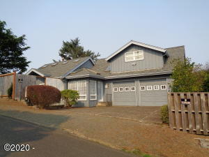 1047 SW 7th St, Lincoln City, OR 97367 - Front Elevation