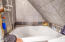 143 SW Cliff St, Newport, OR 97365 - Tub