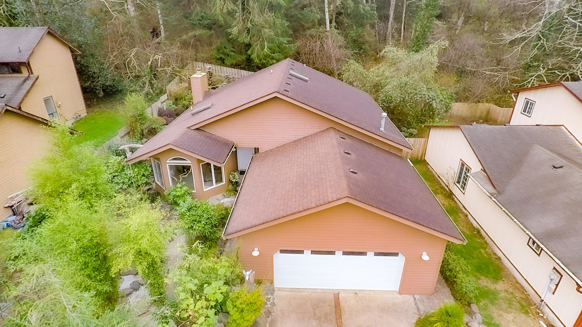 2085 NE Tide Ave, Lincoln City, OR 97367 - Exterior