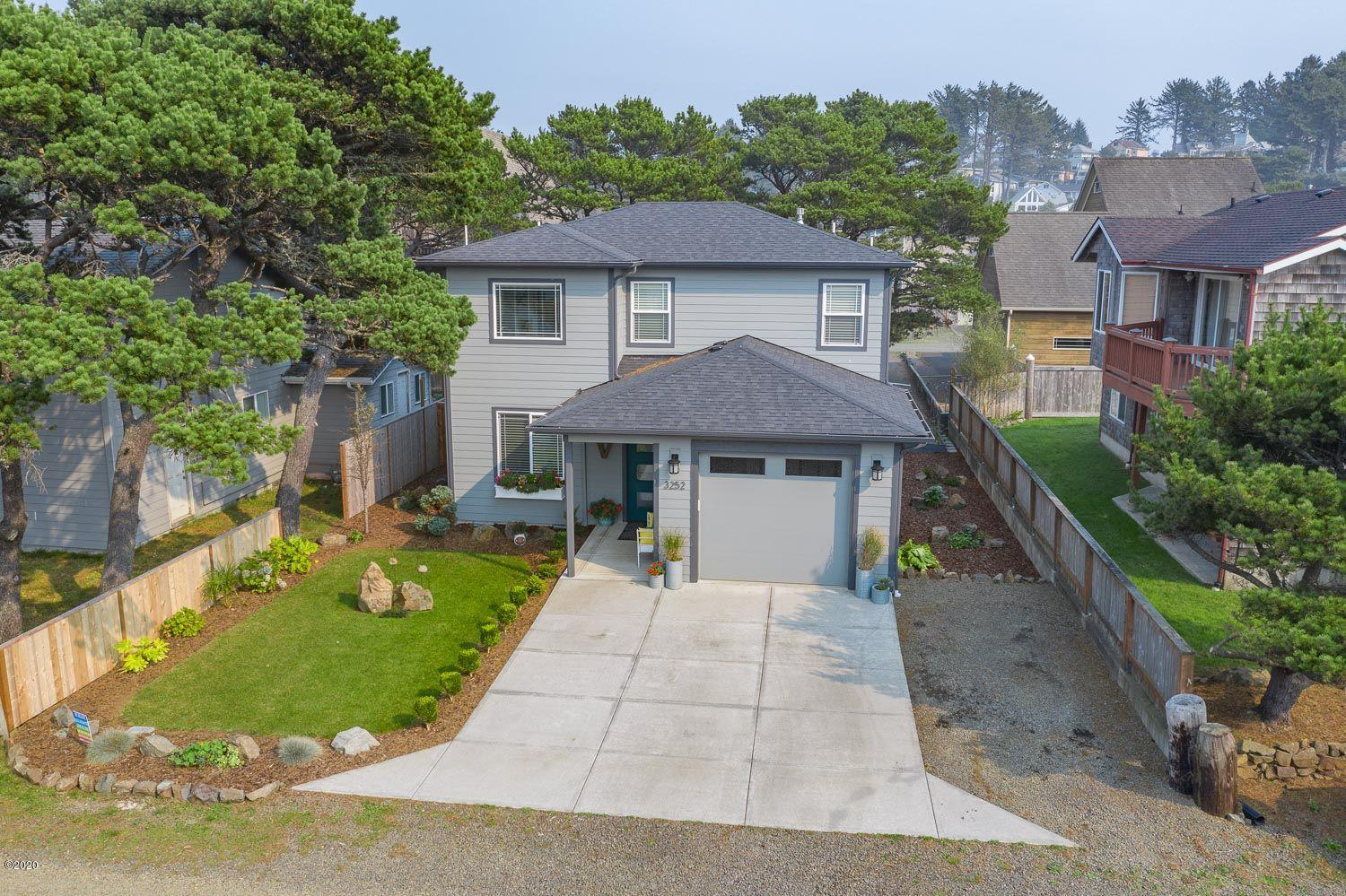 3252 NW Keel Ave, Lincoln City, OR 97367 - Front