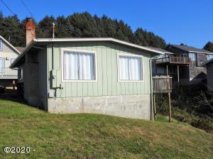 1906 NE 69th St., Lincoln City, OR 97367 - Exterior
