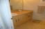 890 SE Bay Blvd, 303, Newport, OR 97365 - Full Bathroom