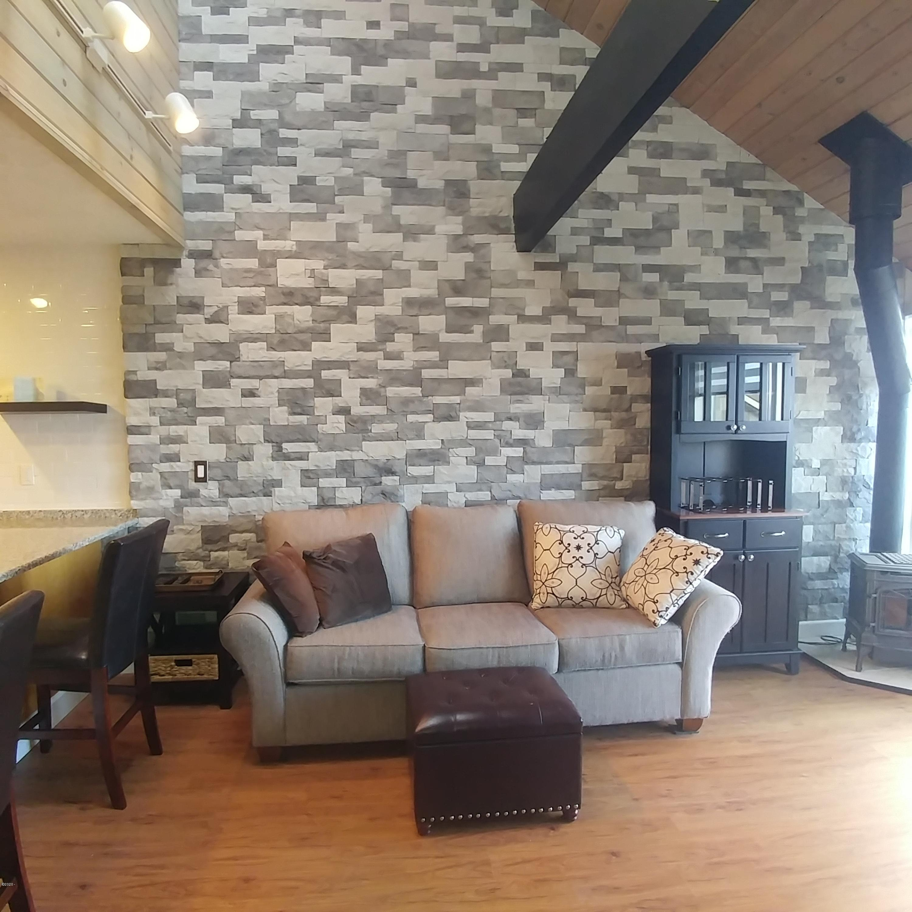 1000 SE Bay Blvd, 436, Newport, OR 97365 - Gorgeous wall