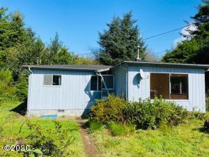 2439 NE Hays Ct, Yachats, OR 97498 - Front
