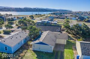 1705 NW Dolphin Ln, Waldport, OR 97394