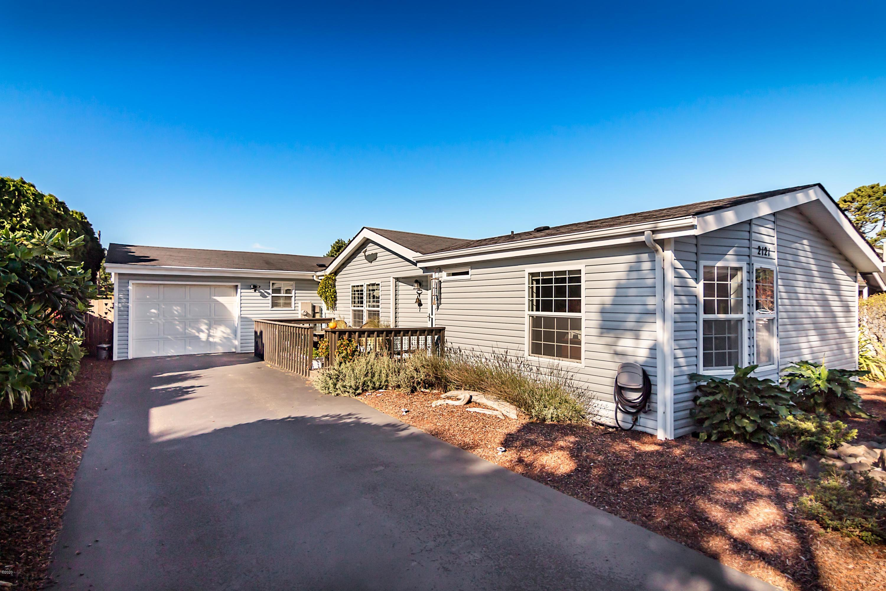 2121 NW Lee Ave, Lincoln City, OR 97367