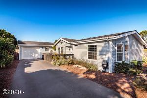 2121 NW Lee Ave, Lincoln City, OR 97367 - Welcoming Entry