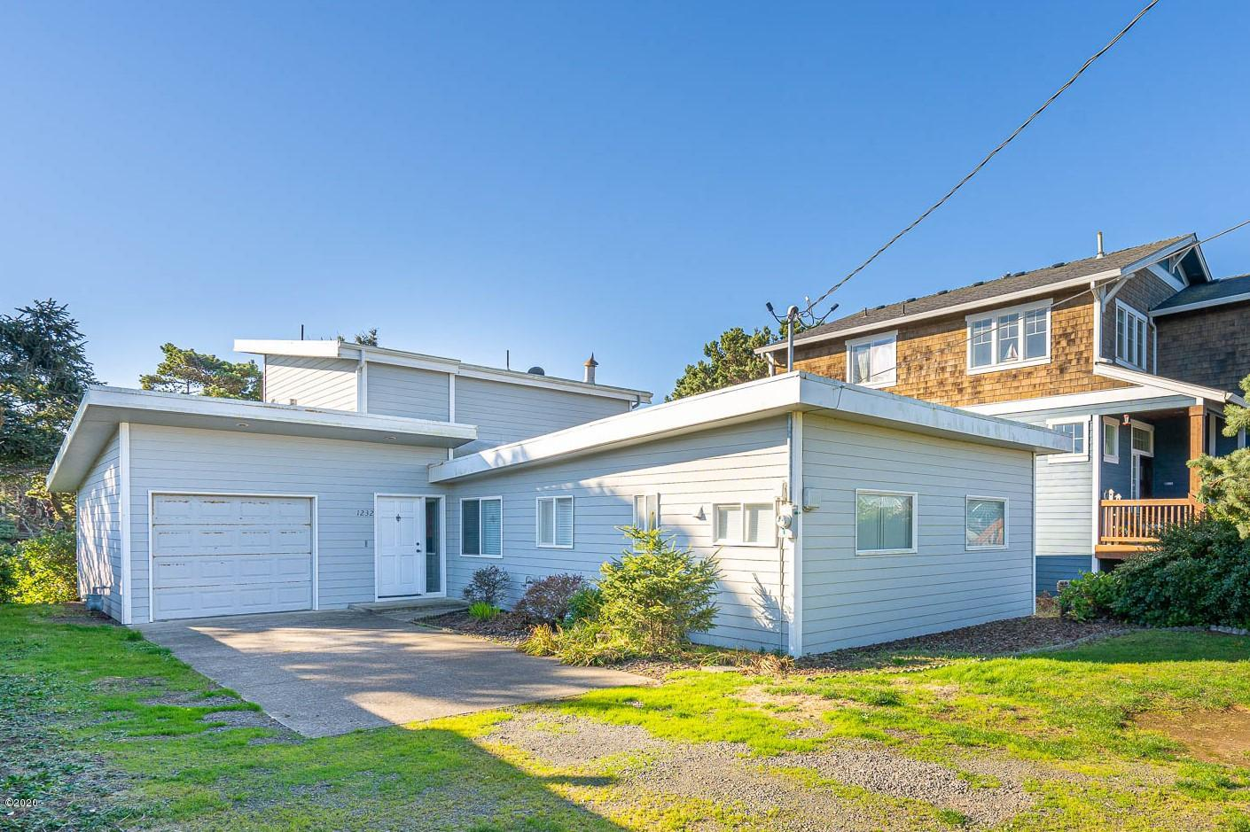 1232 NW 16th St., Lincoln City, OR 97367 - Curbside