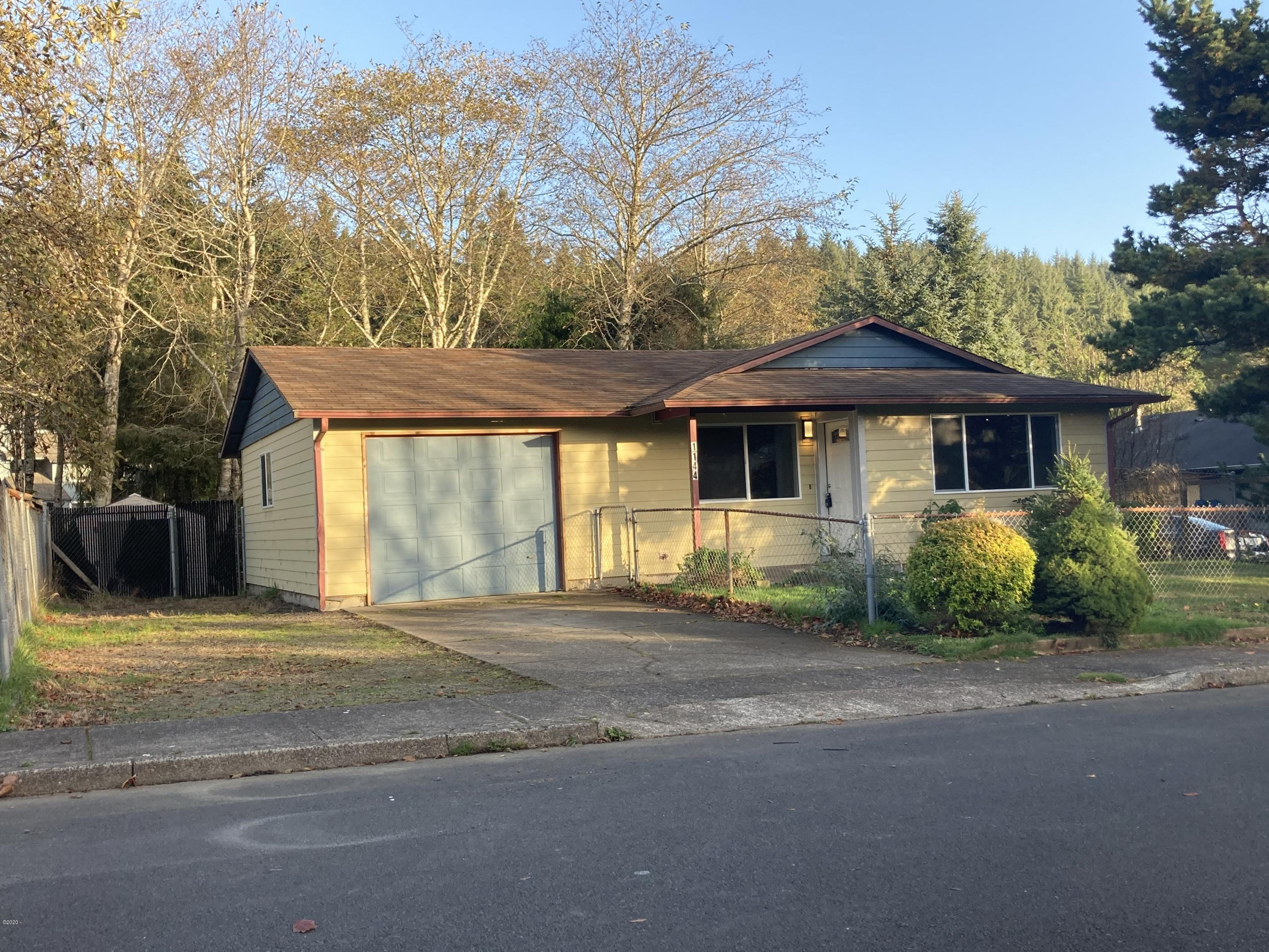 1144 SE Galley Ct, Lincoln City, OR 97367