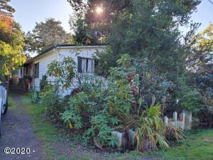 220 Westwind St., Gleneden Beach, OR 97388 - Front