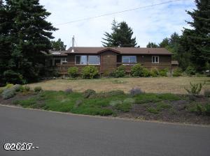 1802 NW Cedar Crest Pl, Waldport, OR 97394 - Front