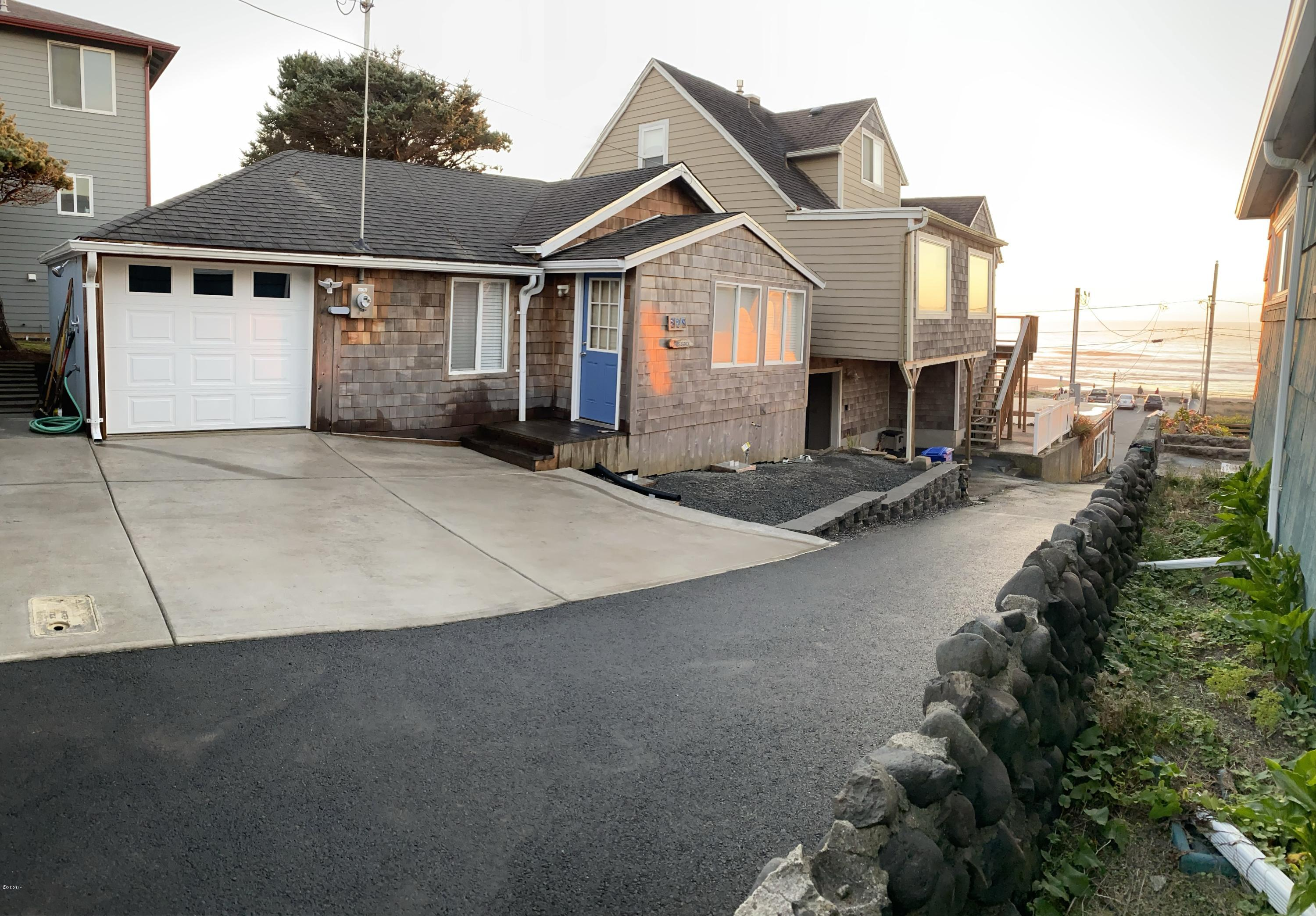 528 SW 33rd St, Lincoln City, OR 97367 - Front of Surf Shack and 33rd St