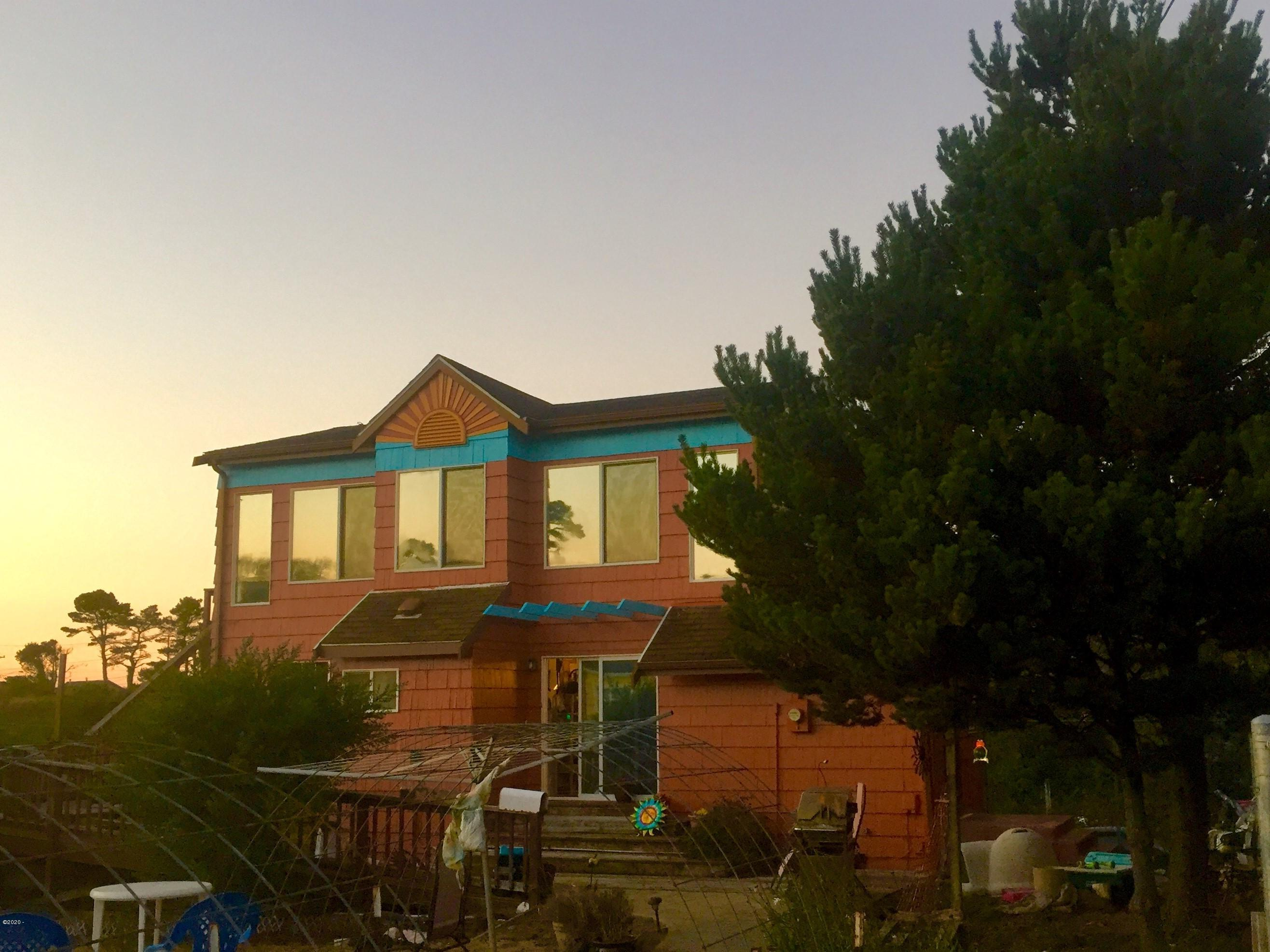 323 NW Lee St, Newport, OR 97365 - Sunset