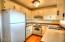 912 SW 11th St, #2, Newport, OR 97365 - Kitchen