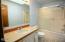 912 SW 11th St, #2, Newport, OR 97365 - Bathroom