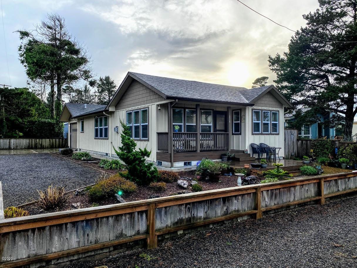 210 Lorraine St, Gleneden Beach, OR 97388 - Street exterior