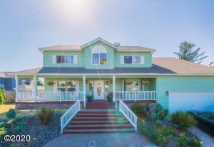 1055 NE Laurel St, Newport, OR 97365 - front of home