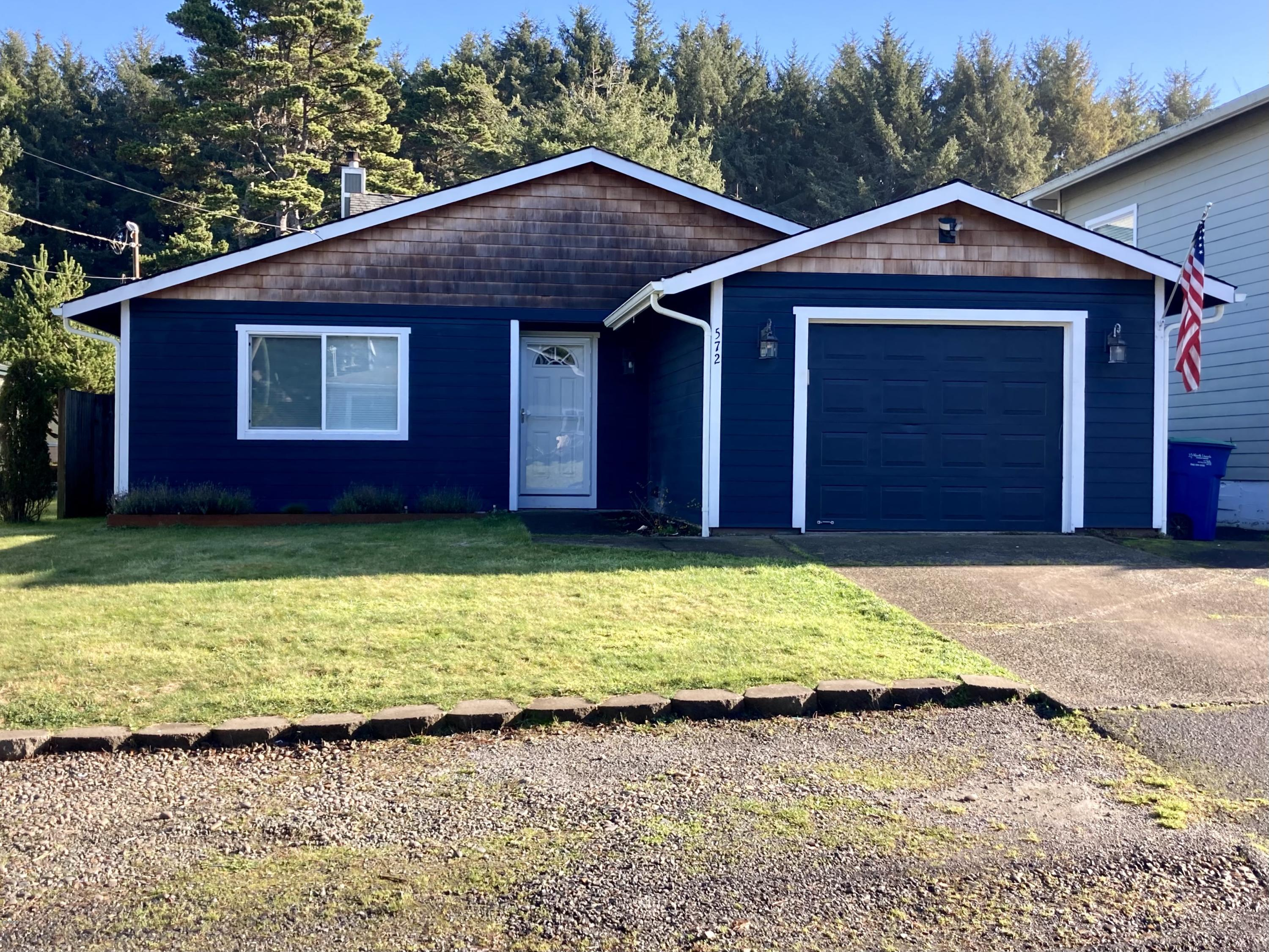 572 SE Jetty Ave, Lincoln City, OR 97367 - Striking curb appeal