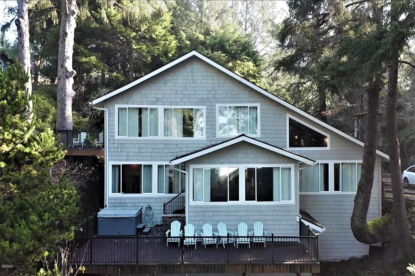 125 Wakash Trail, Depoe Bay, OR 97341