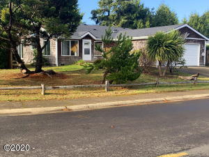 1480 SW Ironwood Dr, Waldport, OR 97394 - Front-