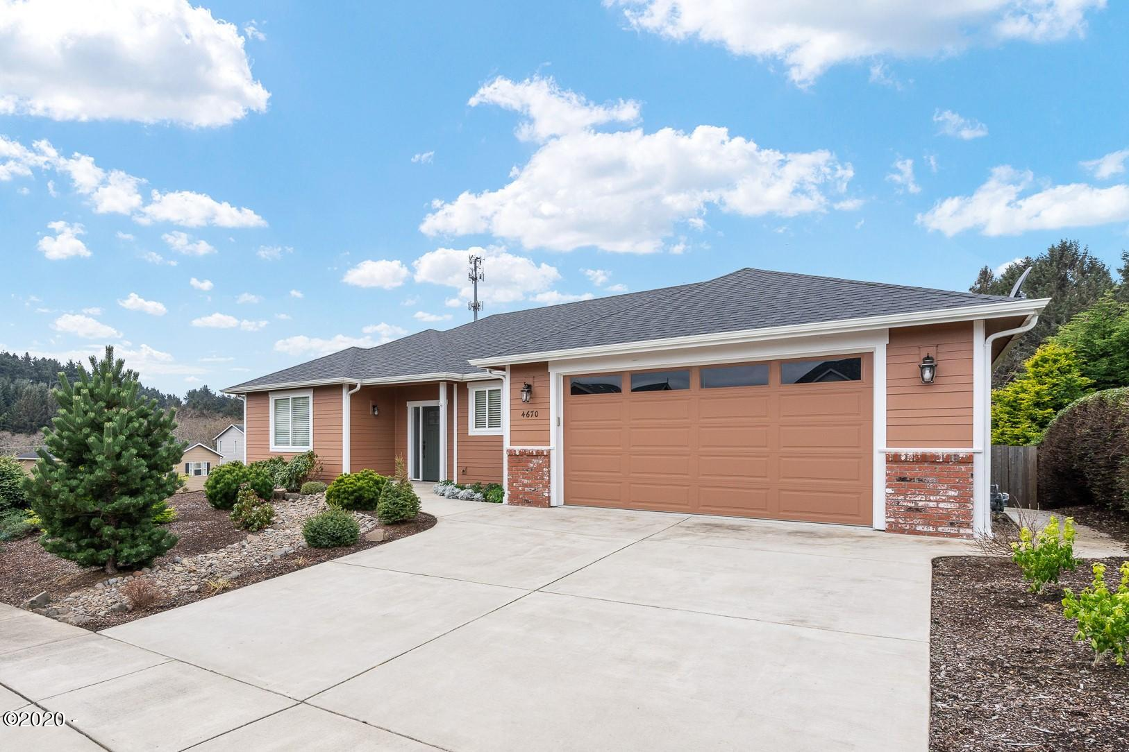 4670 NE Union Lp., Lincoln City, OR 97367 - Curbside