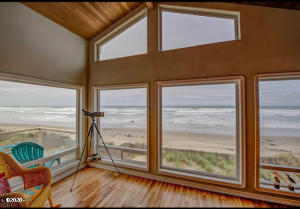 5304 SW Pacific Coast Hwy, Waldport, OR 97394 - Ocean view living room