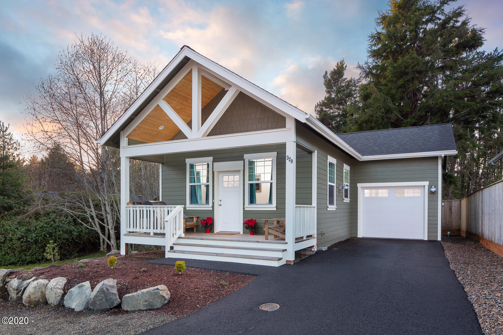 329 SE Neptune Ave., Lincoln City, OR 97367 - Exterior