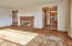 387 N Wilshire Dr, Salem, OR 97303 - Living Room