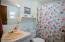 923 SE Bay Blvd, 2, Newport, OR 97365 - Guest Bathroom