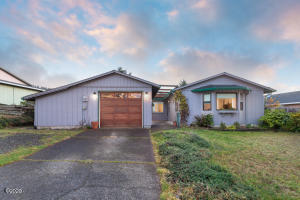 1020 SE Spy Glass Ridge Dr, Lincoln City, OR 97367 - Exterior Twilight