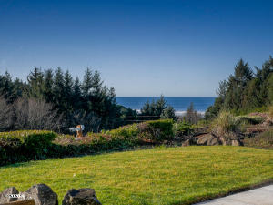 142 NE 33rd St, Newport, OR 97365 - Backyard with view