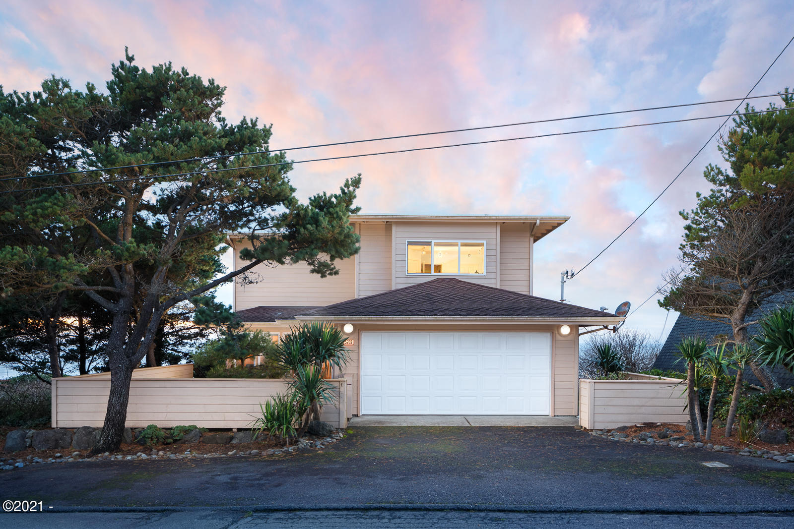 5209 NW Jetty Ave, Lincoln City, OR 97367