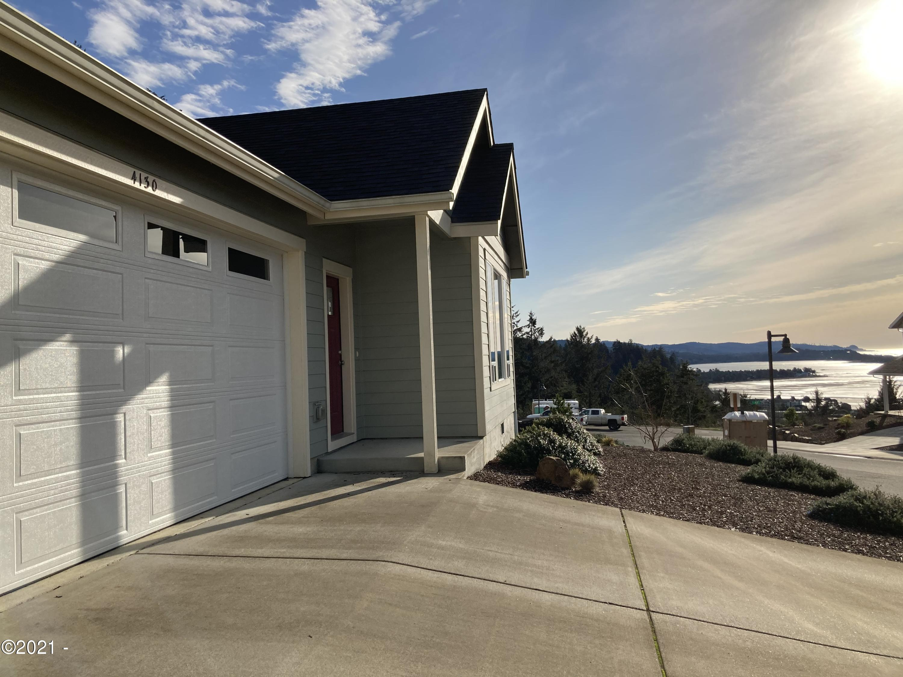 4130 SE Lee Ave, Lincoln City, OR 97367 - Front with view