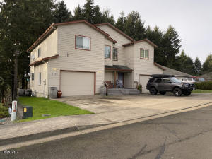 1767/1769 SE Mast Ave, Lincoln City, OR 97367 - Front