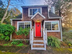 1828 NW 34th St, Lincoln City, OR 97367