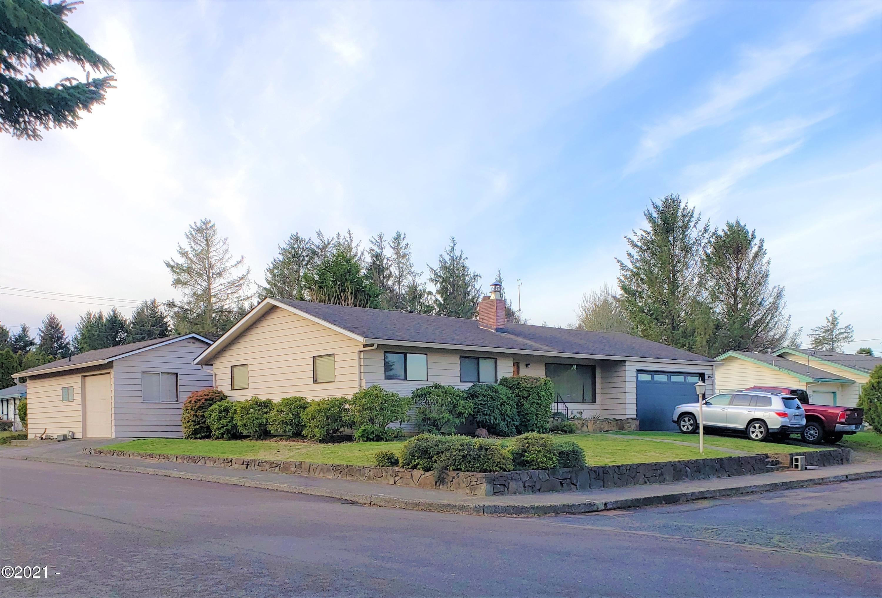 3015 NE Yacht Ave, Lincoln City, OR 97367