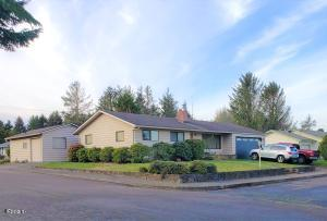 3015 NE Yacht Ave, Lincoln City, OR 97367 - Front