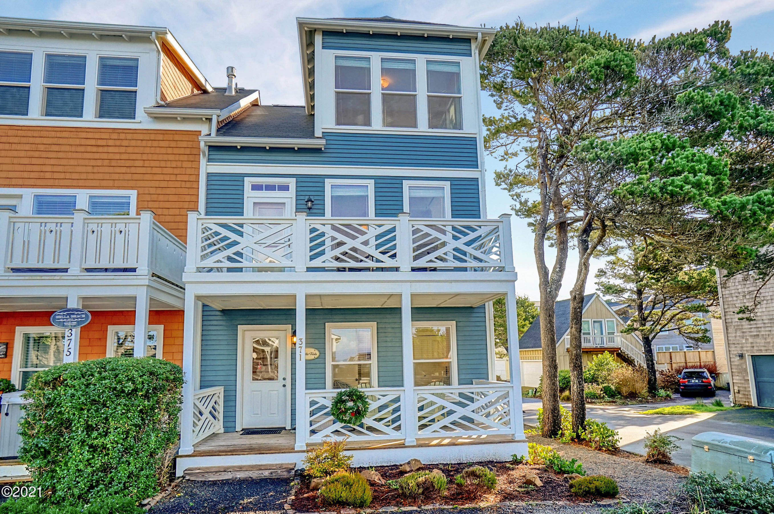 371 Kinnikinnick Wy, SHARE B, Depoe Bay, OR 97341 - Bella Beach Townhome