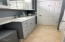 5721 SW Pacific Coast Hwy, Yachats, OR 97498 - Main floor bath-