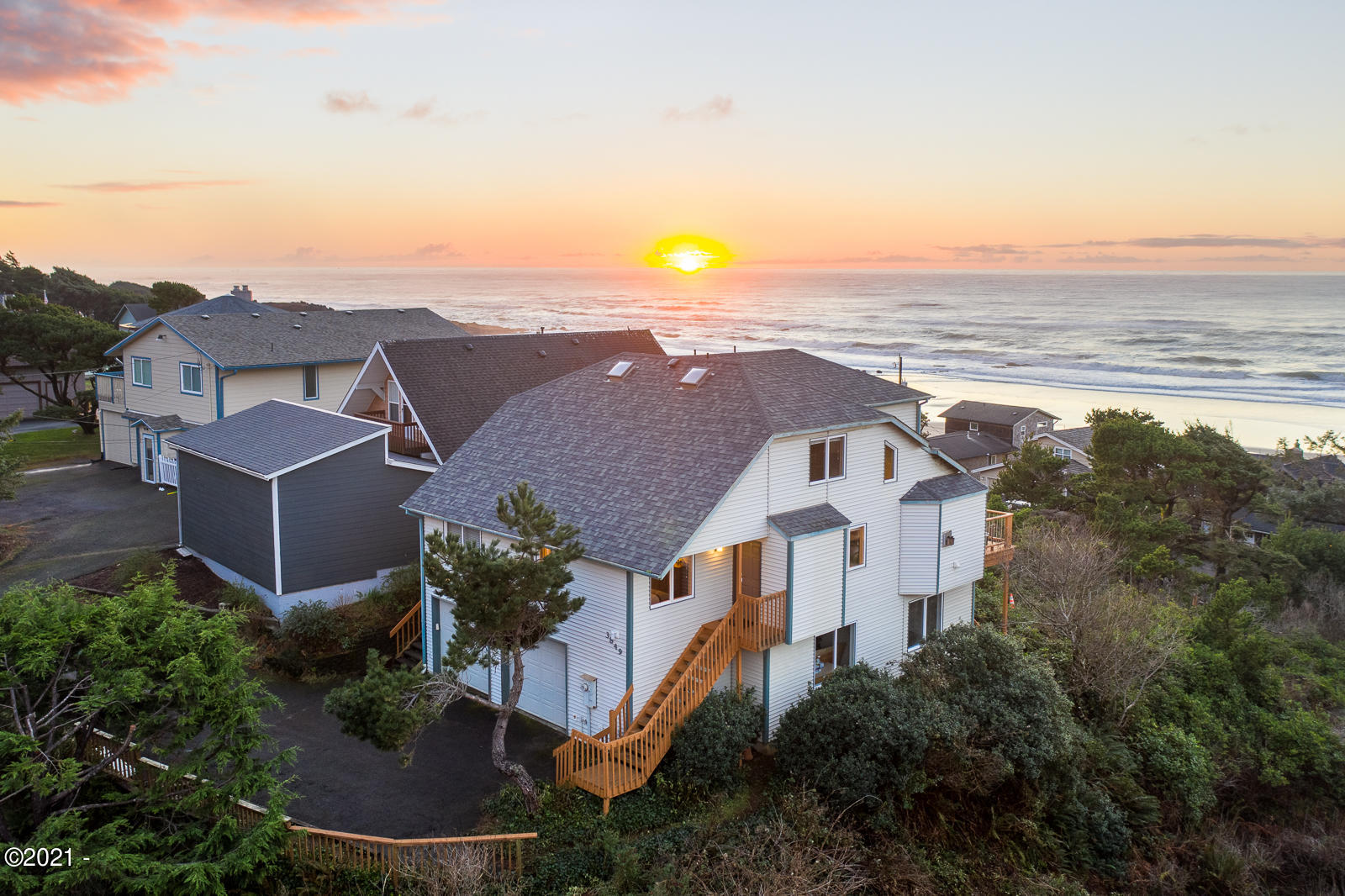 3849 Evergreen Ave, Depoe Bay, OR 97341