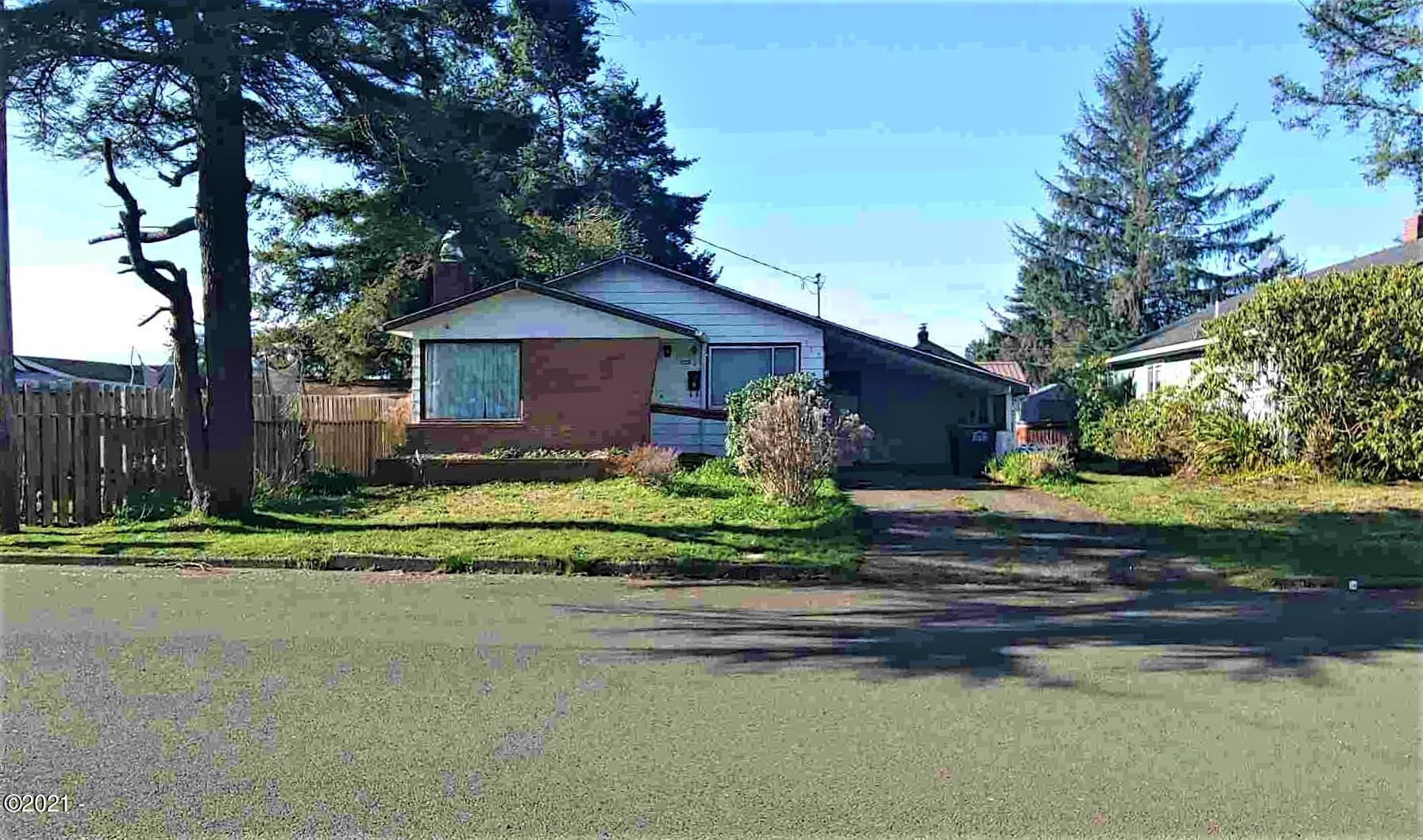 725 NE Douglas St, Newport, OR 97365 - 1 level near schools