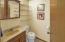 1306 S Pine St, #7, Newport, OR 97365 - Powder Room