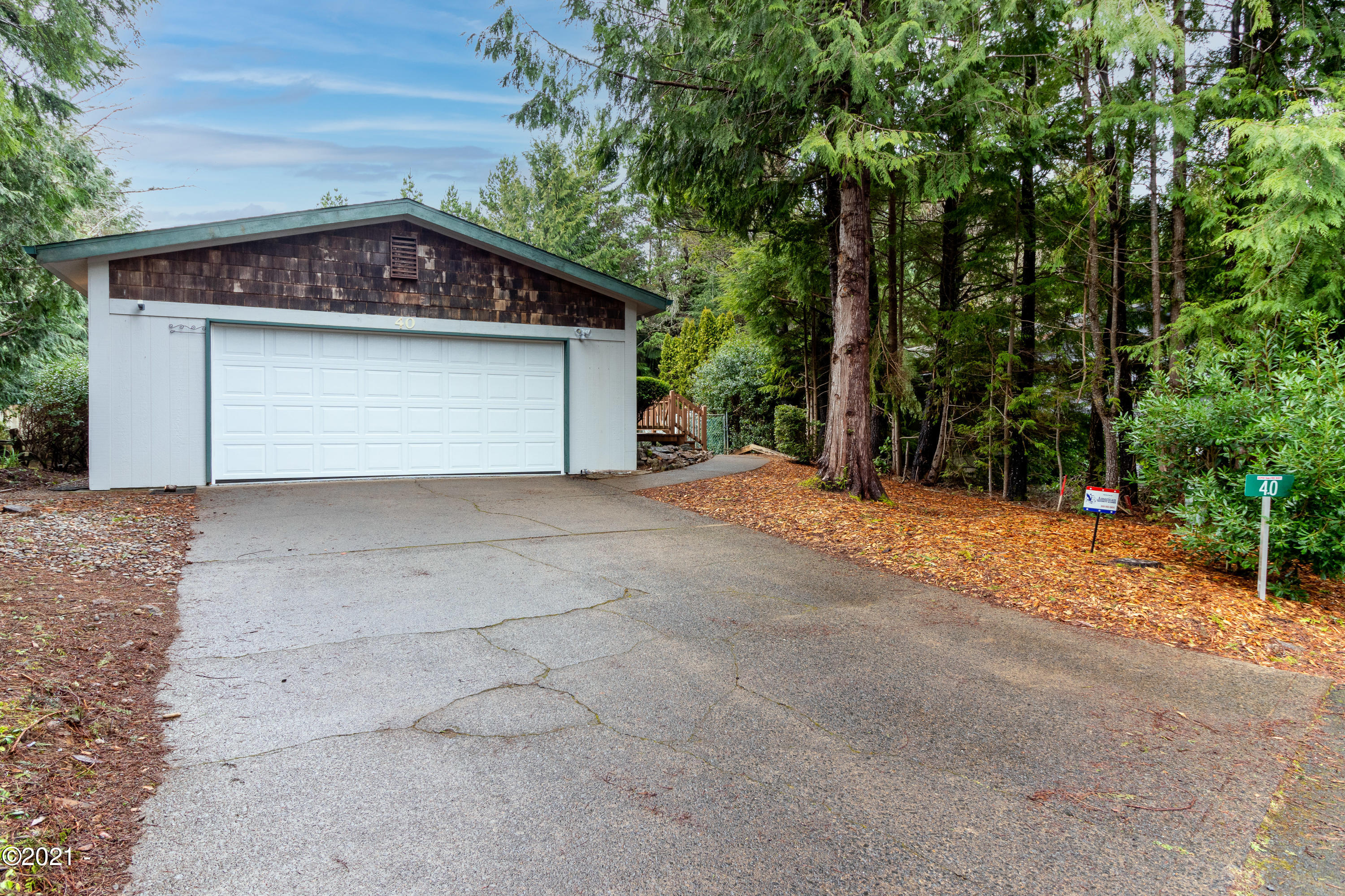 40 Beaver Ct, Lincoln City, OR 97367