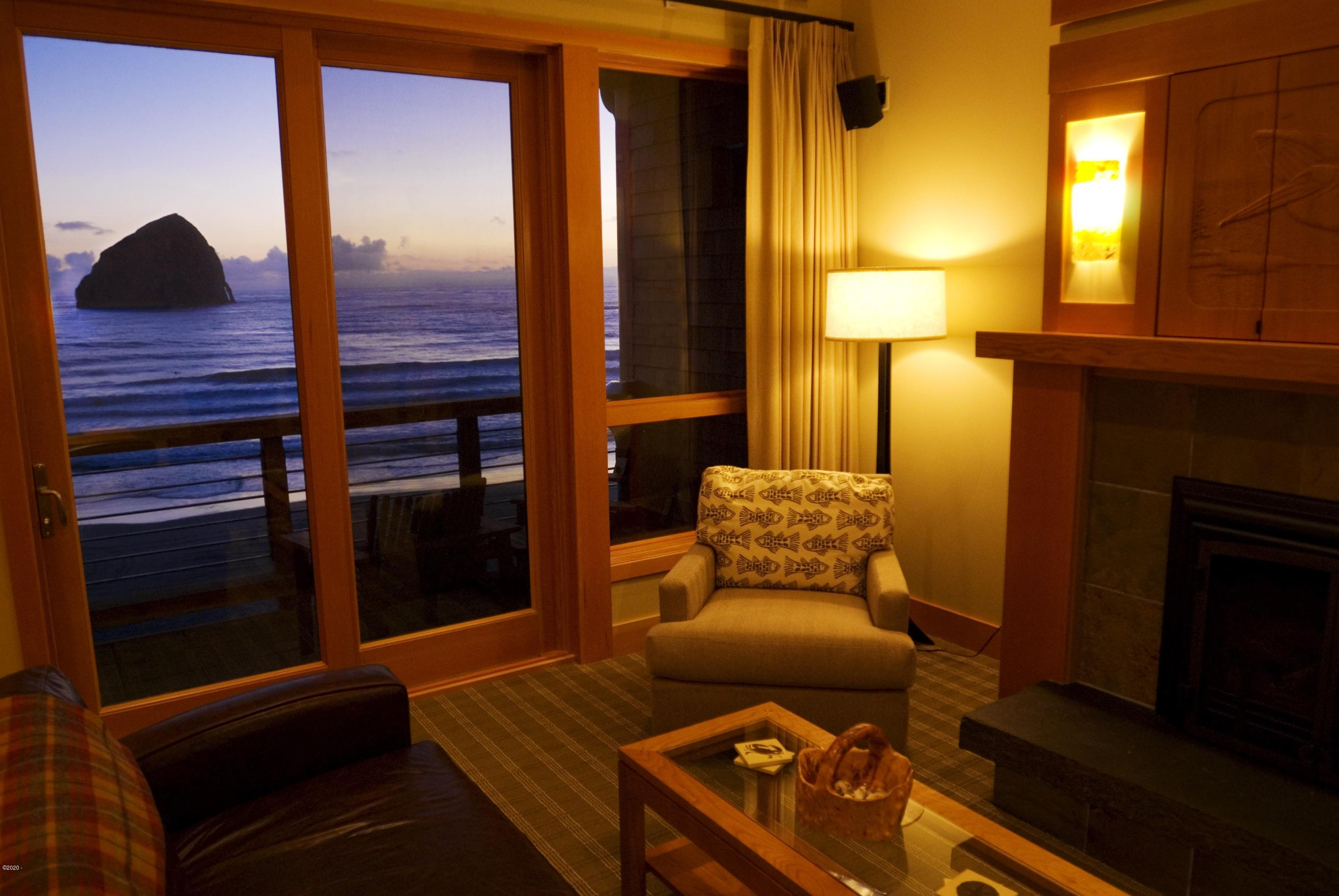 33000 Cape Kiwanda Drive, 18-26 FRACTIONAL OWNERSHIP, Pacific City, OR 97135 - Living Room